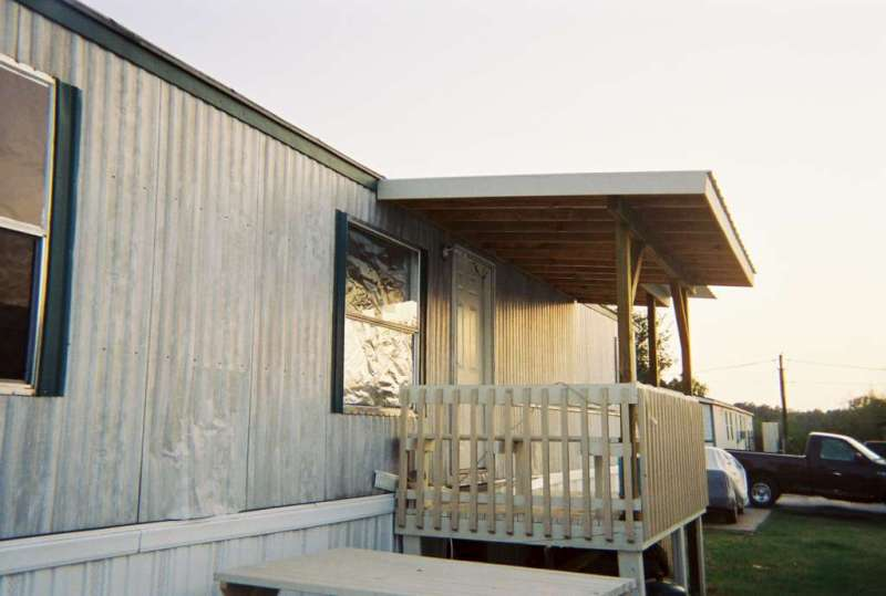Mobile home porches for Pictures of porches on mobile homes